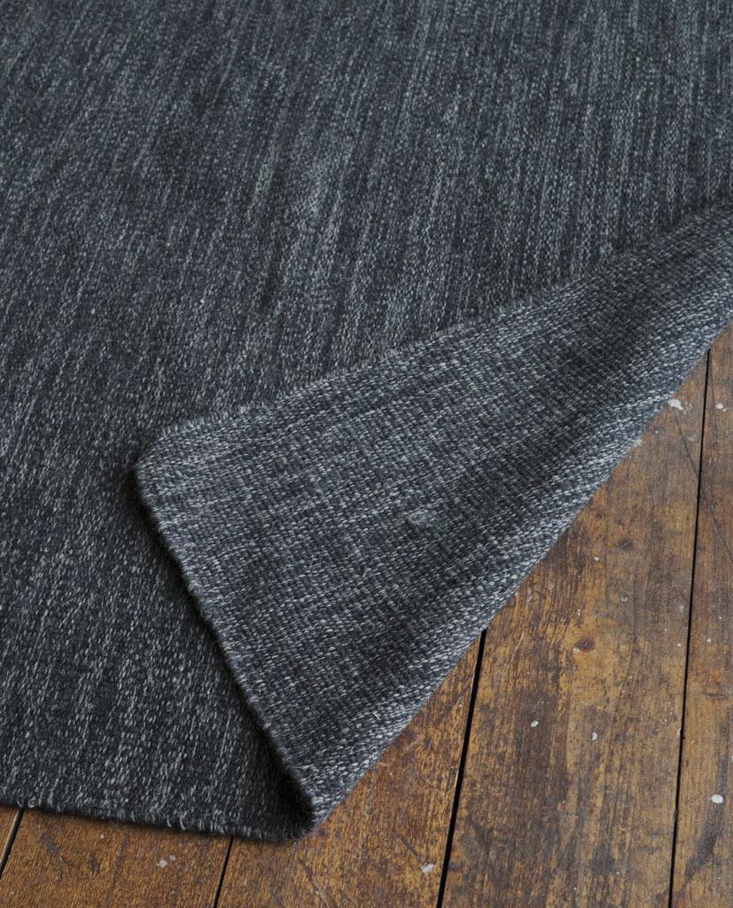 Finarte Norm wool rug in dark grey